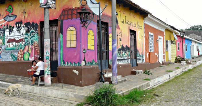 Bunte Haeuser in Ataco - El Salvador