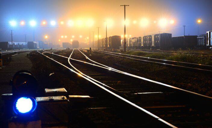 mit dem Nachtzug reisen Bahngleise