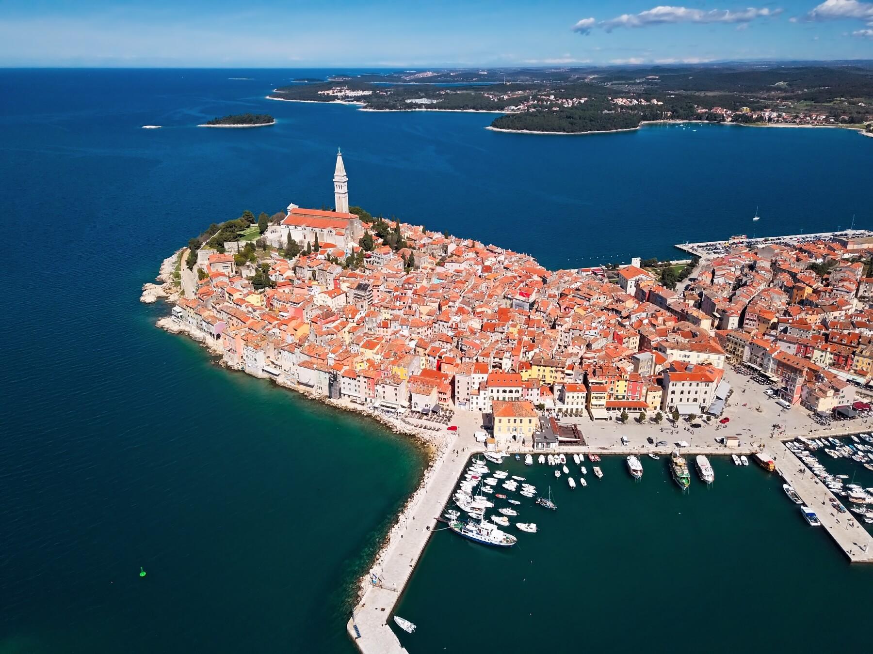 Mit dem Ballon über der Küste Kroatiens