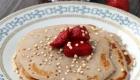 Kochen Camping Buchweizen Pancakes mit Erdbeeren
