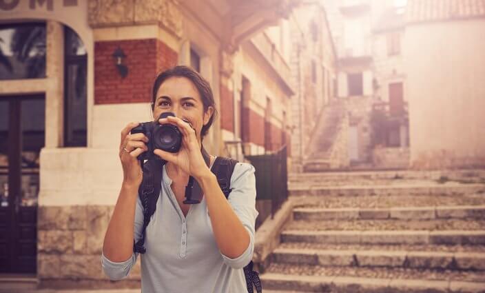 Frau fotografiert - Bildrechte an Urlaubsbildern