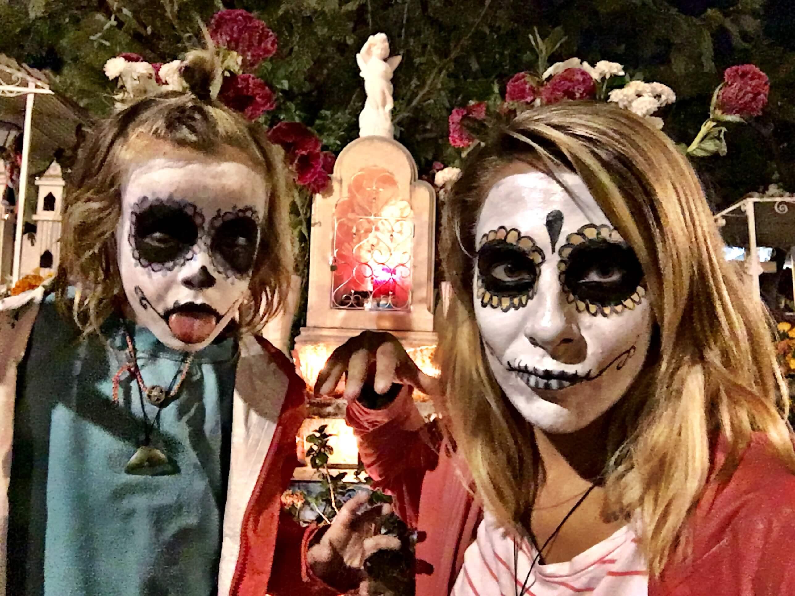 Bärtimussmit Janina mit Max am Dia de los Muertos in Mexiko