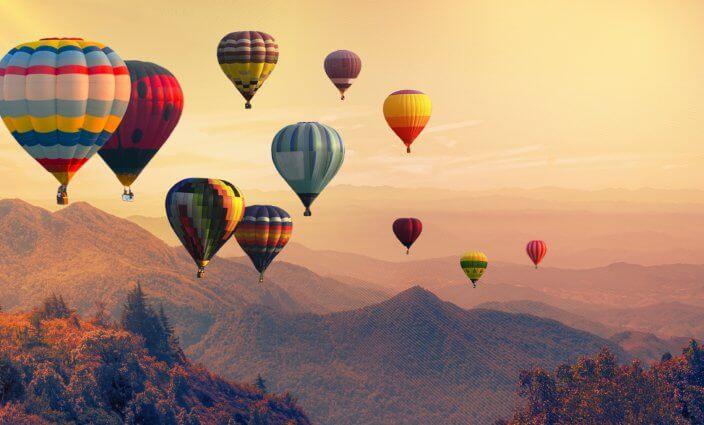 Ballonfahrten über den Bergen