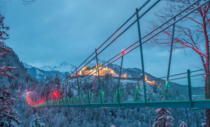 Eine der sprktakulären Hängebrücken in Tirol
