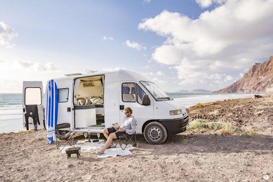 Wohmobil am Strand Lanzarote Camper-Sharing