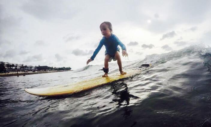 max-surft-auf-bali