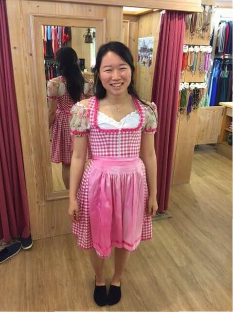 Minato aus Japan im Dirndl