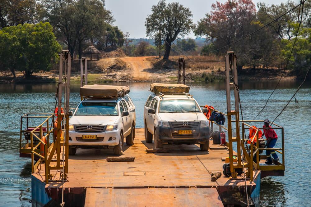 Safari Flussüberquerung