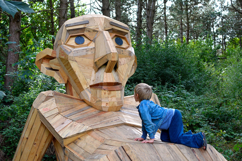 ERV Blog Forgotten Giants Holzskulpturen Thomas pa Bjerget
