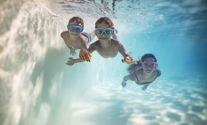 Kinder im Wasser Badeunfall vermeiden