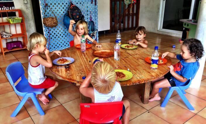 Arbeiten im Kinderharten Wwoofing mit Kind