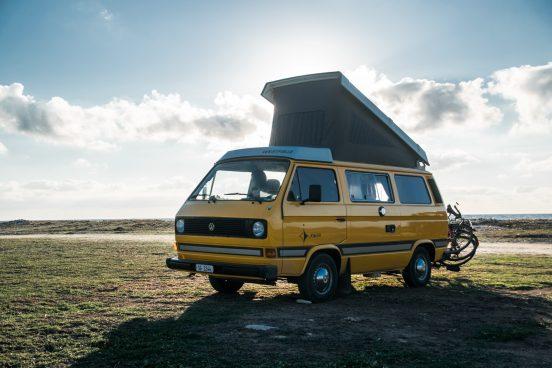 Camping mit VW Van und Dachzelt